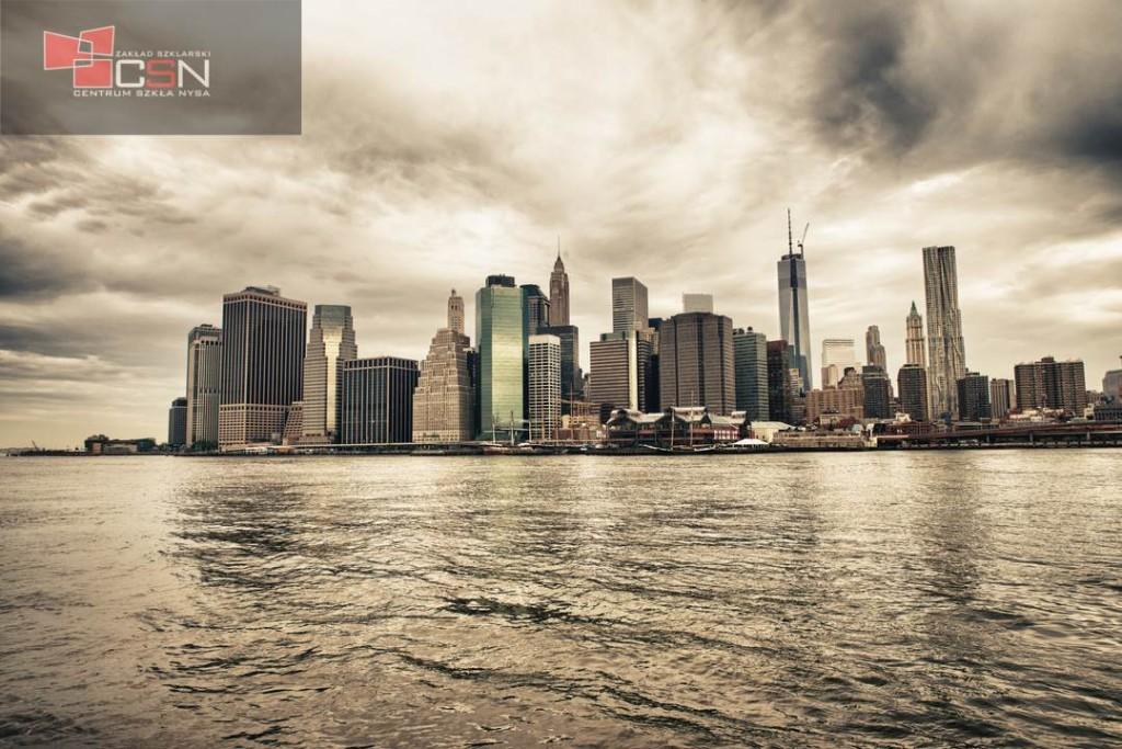 Lower Manhattan skyline seen from Brooklyn Bridge Park